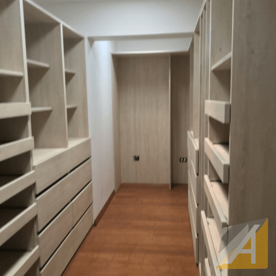 Walk-in closet maple2