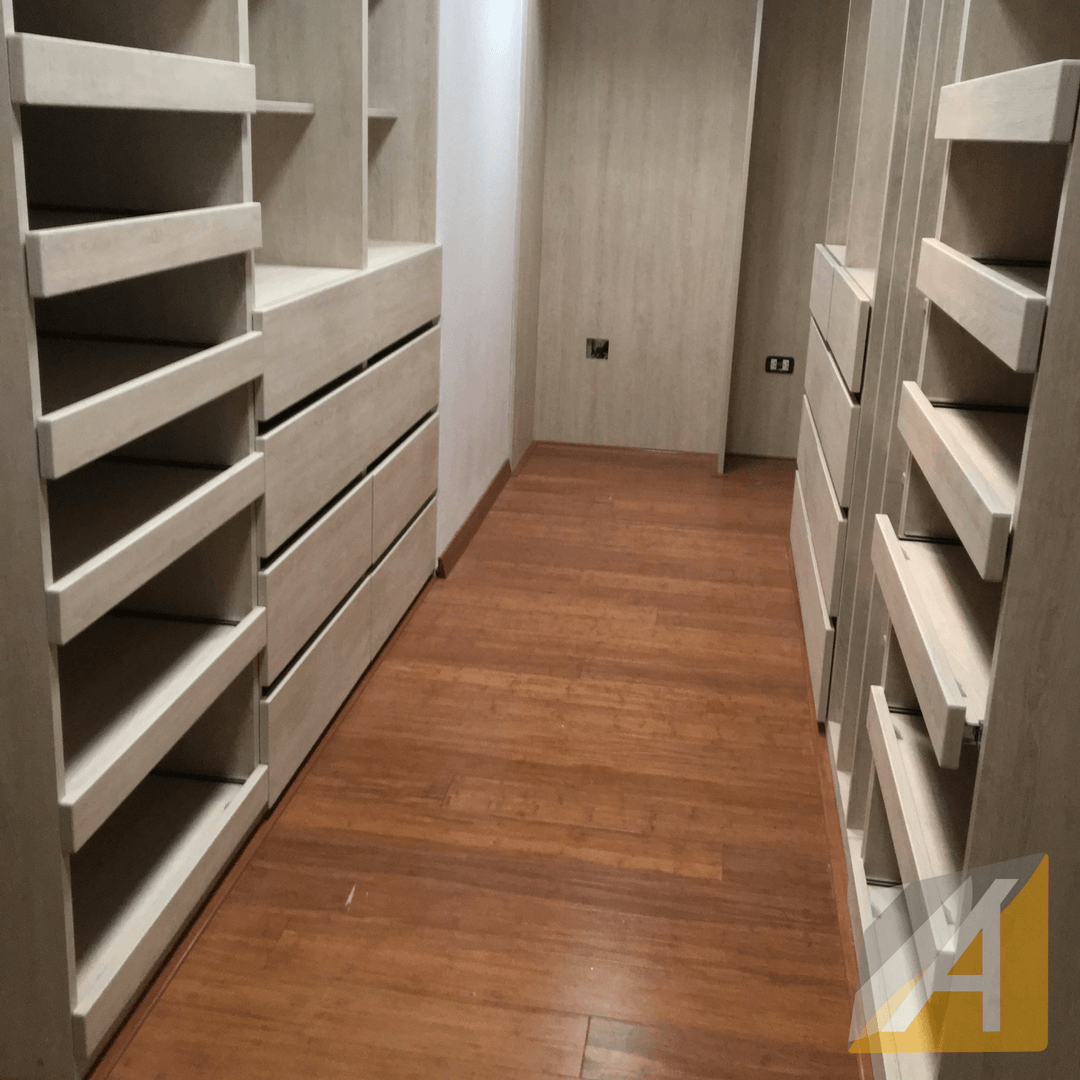 Walk-in closet maple3